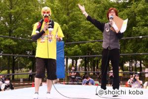MCのTU-KOとマスクド東大阪